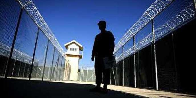 Un soldat américain dans la prison de Bagram en novembre 2009.