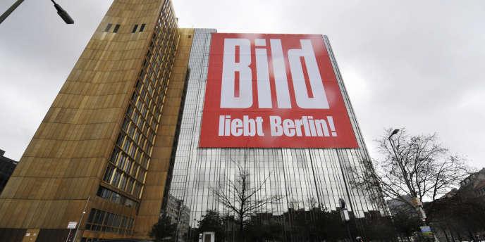 Le siège du quotidien Bild à Berlin.  Le quotidien reconnaît que Berlin profite, depuis le début de la crise, de taux d'intérêt faibles qui lui permettent d'économiser de l'argent