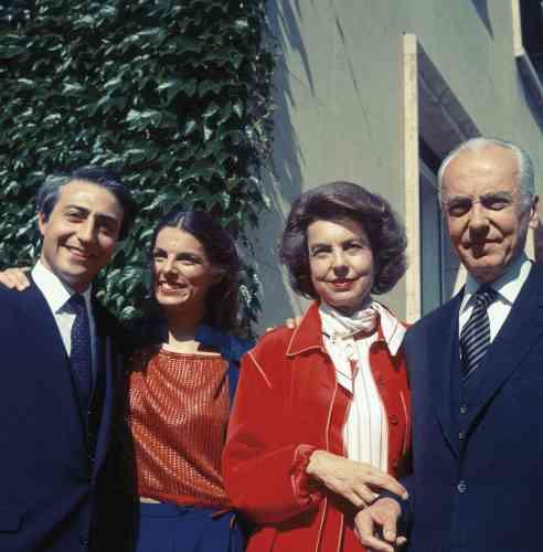 En juin 1984,  à Neuilly-sur-Seine, Françoise Bettencourt épouse Jean-Pierre Meyers  sous le regard attendri de ses parents. -
