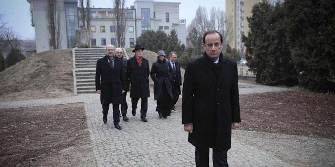 François Hollande, à la sortie du mémorial de l'