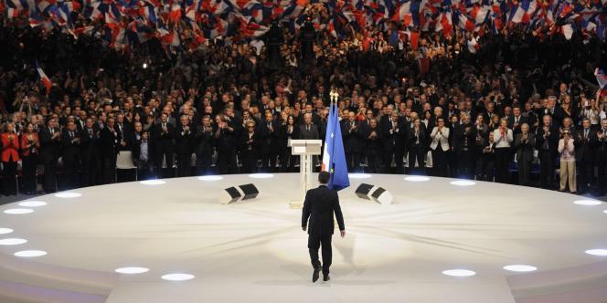 Nicolas Sarkozy lors de son arrivée sur scène, à Villepinte, le 11 mars.