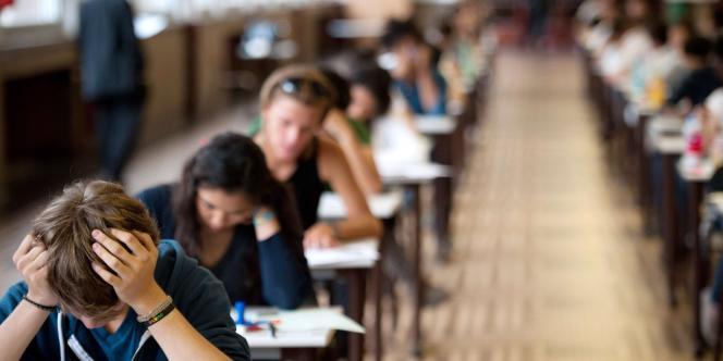 Le ministre de l'éducation nationale entame des négociations avec les fédérations syndicales pour définir ce qu'est un professeur en 2013.