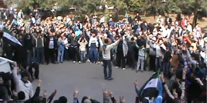 Extrait d'une vidéo de manifestation en Syrie transmise par les comités locaux de coordination.