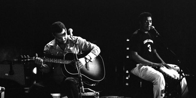Le groupe Tinariwen en concert.