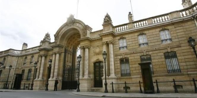 Dans l'affaire des sondages, la cour d'appel estime que l'enquête sur la convention passée entre l'Elysée et la société Publifact pourrait conduire le juge d'instruction à perquisitionner l'Elysée.