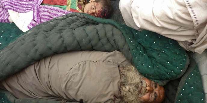 Les corps d'un Afghan et d'un enfant tués le 11 mars par un militaire américain.