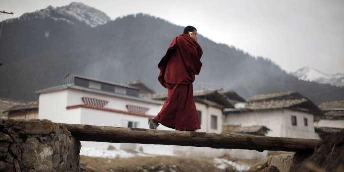 Un moine tibétain dans le Sichuan, en février 2012.