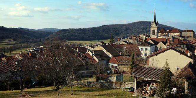 Le village de Saint-Julien-sur-Suran, 468 habitants, chef-lieu de canton dans le département du Jura.