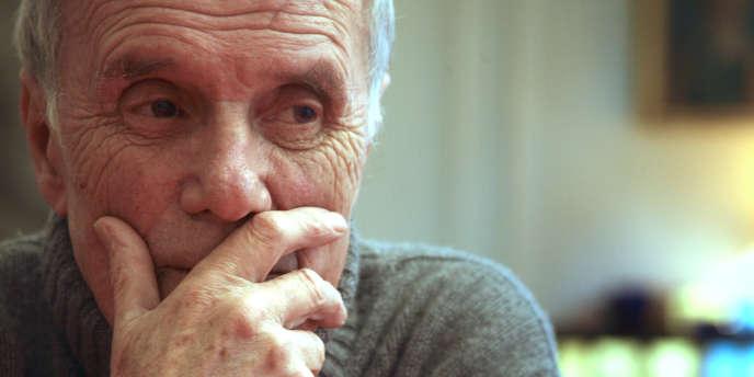 Le cinéaste et romancier Pierre Schoendoerffer, à son domicile parisien en 2007.