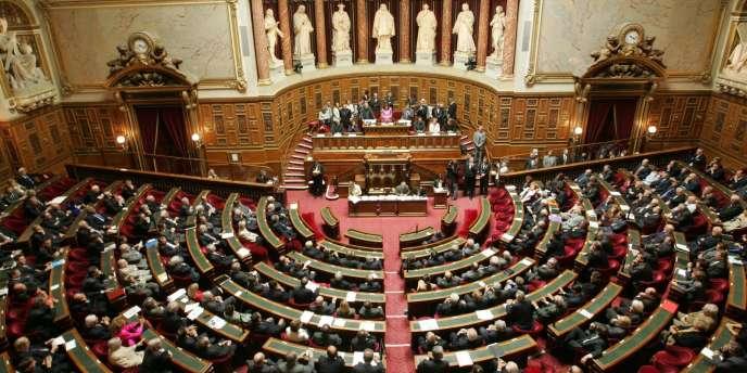 Pour les requérants, les conditions dans lesquelles le projet de loi a été examiné, en procédure accélérée, constituent