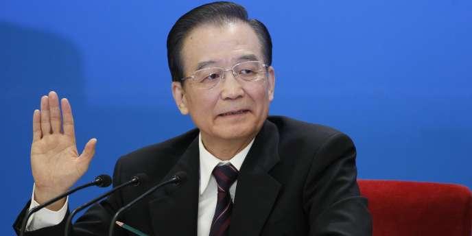Le Premier ministre Wen Jiabao avait jugé début mars que les prix à la consommation restaient élevés, et fixé un objectif de 4 % de hausse à ne pas dépasser pour l'ensemble de 2012.