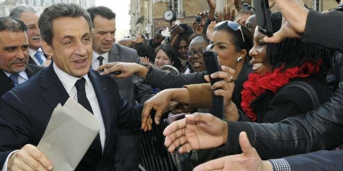 Nicolas Sarkozy bénéficie d'une remontée nette du report de voix au second tour chez les électeurs de Marine Le Pen et François Bayrou (46 % au lieu de 32 %).