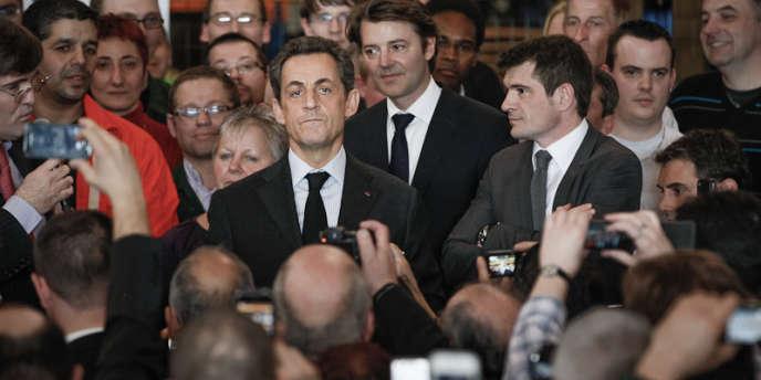 Nicolas Sarkozy en visite à la fonderie Le Bronze Industriel, à Suippes dans la Marne, jeudi 15 mars.