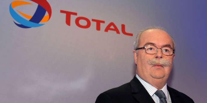 Le PDG de Total, Christophe de Margerie, a annoncé, lundi 22 septembre, tout à la fois une réduction des coûts opérationnels et des investissements ainsi qu'une révision à la baisse des objectifs de production à l'horizon 2017.
