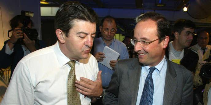 Jean-Luc Mélenchon et François Hollande, alors premier secrétaire du PS, le 29 juin 2002 à Paris, au conseil national du parti organisé à La Villette.