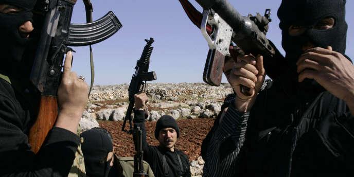 Qosmos a « contribué à fournir au régime syrien le matériel de surveillance électronique nécessaire à la répression de toute opposition politique ou intellectuelle », écrit la Fédération internationale des droits de l'homme.