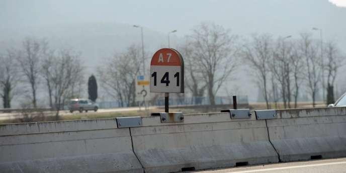 Si les circonstances de l'accident qui ont côuté la vie à trois adolescentes dans la Drôme sont claires, reste le mystère de leur présence sur l'autoroute A7.