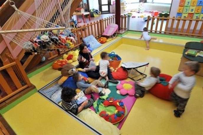 La Cour des comptes estime que le soutien financier à garde d'enfants de moins de 3 ans est prioritaire pour les familles aisées.