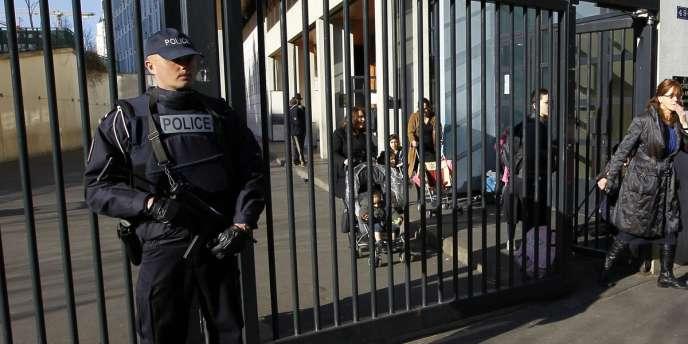 La DST, la DCRI, le RAID et quatorze compagnies de forces mobiles sont mobilisés pour traquer le tueur de Toulouse et de Montauban.