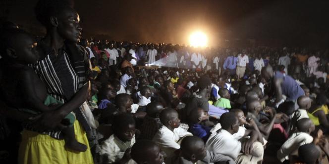 Le 13 mars, dans la ville de  Lira, en plein pays acholi encore terriblement marqué par les exactions de la LRA, lors de la projection publique du film