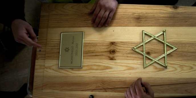 Le cercueil de Myriam Monsonego, 8 ans, tuée à bout portant le 19 mars dans l'école juive d'Ozar-Hatorah, à Jérusalem.
