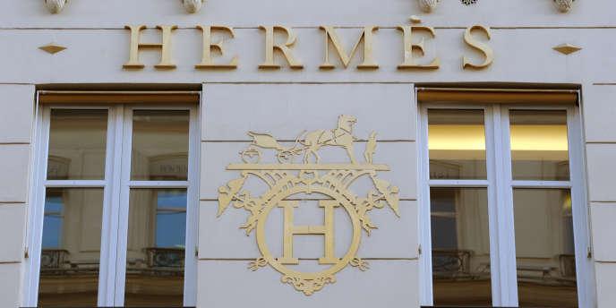Le carré Hermès, toujours plus c076c6ae9de