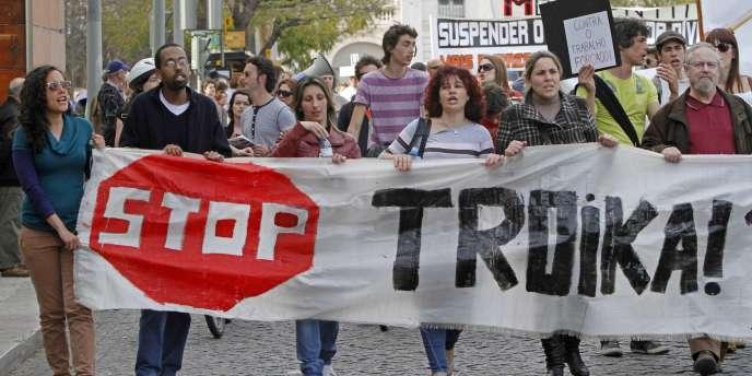 Les Portugais critiquent les mesures d'austérité mises en œuvre sous la tutelle de la troïka (UE-FMI-BCE) – ici le 22 mars 2012.