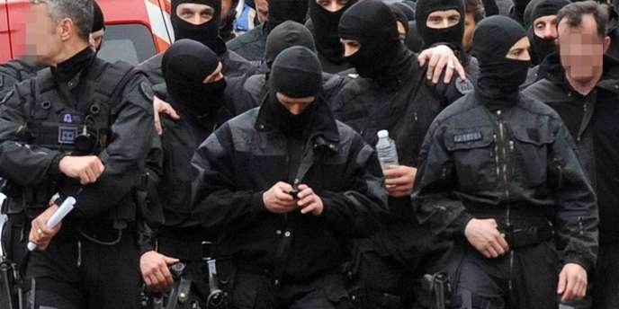 Des membres du RAID après l'assaut donné à Mohamed Merah, l'auteur présumé des assassinats de Toulouse et Montauban, jeudi 22 mars.