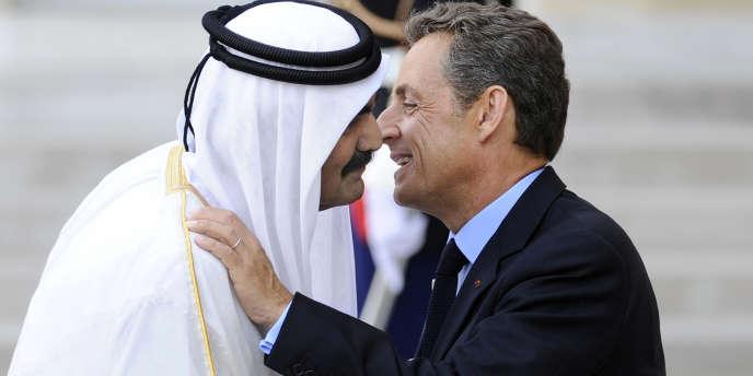 Le président Nicolas Sarkozy reçoit l'émir du Qatar, Hamad Ben Khalifa Al-Thani, le 1er septembre 2011 à l'Elysée.