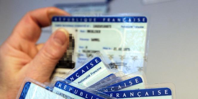 Selon une proposition de loi qui doit être déposée vendredi, l'UMP propose de mettre fin à l'attribution automatique de la nationalité française aux enfants nés en France de parents étrangers.