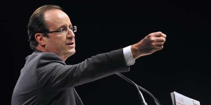 François Hollande lors de son meeting à Aurillac (Cantal), le 22 mars.