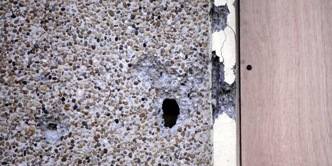 Un des impacts de balle autour de l'immeuble de Mohamed Merah à Toulouse.