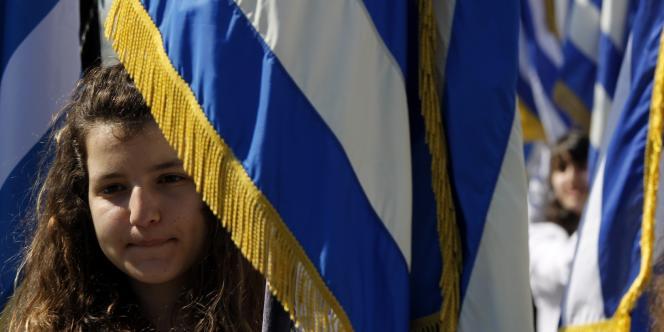 Dans le sillage des trois autres principales banques grecques, la BNG a enregistré des pertes massives en 2011, s'élevant dans son cas à 12,3 milliards d'euros, dont 11,7 milliards de pertes dues à la restructuration de la dette souveraine du pays.