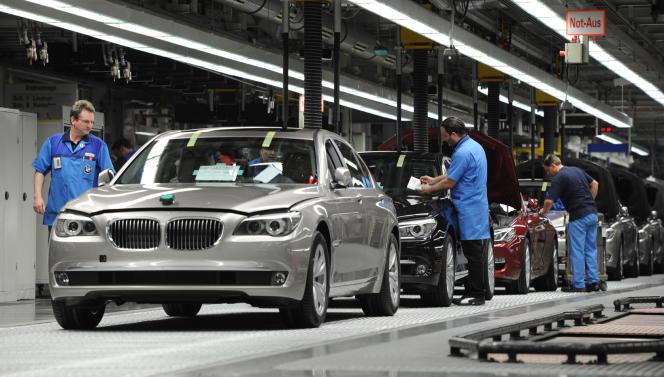 Le coût du travail a encore augmenté en Allemagne au troisième trimestre - ici, des ouvriers  travaillent dans une usine à Dingolfing.
