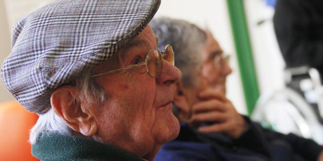Le Medef a proposé, au choix, de geler les pensions pendant trois ans, ou de les revaloriser pendant cinq ans à un rythme inférieur à l'inflation.