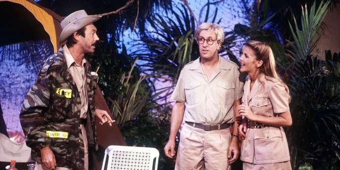 Photographie prise le 2 septembre 1987, avec le comédien Philippe Bruneau (G) dans un sketch avec Stéphane Collaro (C)  pour l'émission