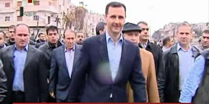Capture d'écran d'une vidéo diffusée le 27 mars 2012 montrant le président Bachar Al Assad à Homs.