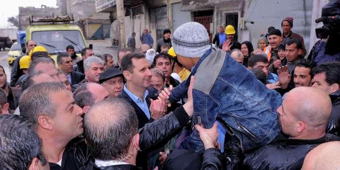 Mardi, Bachar Al-Assad a paradé dans les ruines de Baba Amro, l'ancien bastion de l'Armée syrienne libre à Homs.