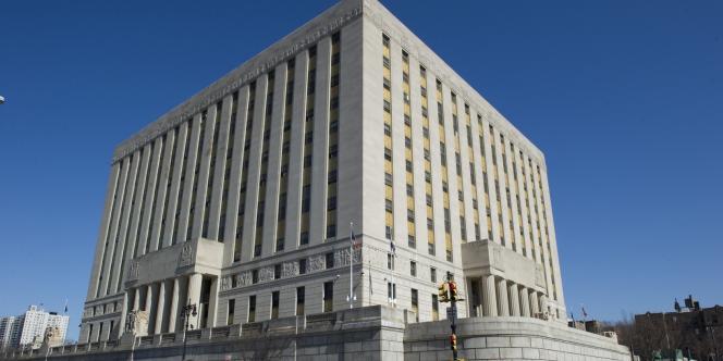 L'imposant bâtiment abritant le tribunal du Bronx.