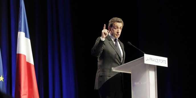 Nicolas Sarkozy en meeting à Nantes, mardi 27 mars.