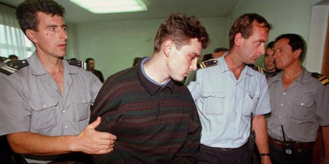 Lionel Dumont, l'un des membres du gang de Roubaix, lors de son arrestation en Bosnie, le 16 juillet 1997.