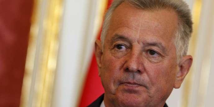 Pal Schmitt, élu en 2010 pour un mandat de cinq ans, a démissionné le 2 avril 2012.
