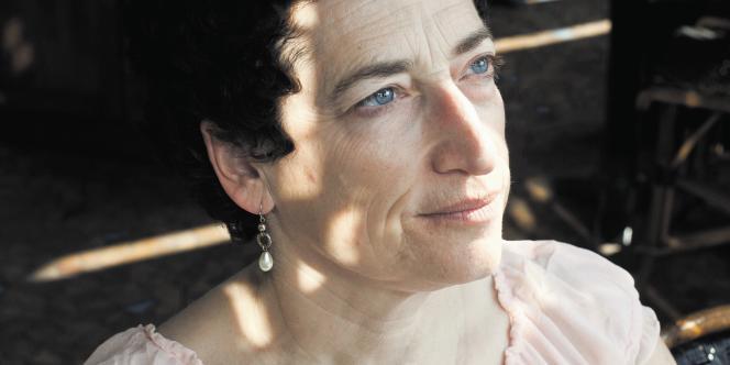 Naomi Oreskes Historienne et Professeur d'Histoire des Sciences à l'Université de Californie Naomi Oreskes, historienne et professeure d'histoire des sciences à l'université de Californie.