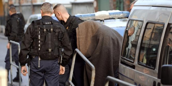 Le 20 janvier 2011, Bernard Barresi, une figure du grand banditisme interpellée en juin sur la Côte d'Azur après vingt ans de cavale, arrive au tribunal de Mulhouse.