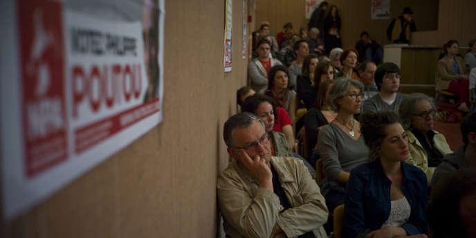 Des militants et des sympathisants du NPA lors du meeting de Philippe Poutou à Nantes, le 29 mars.