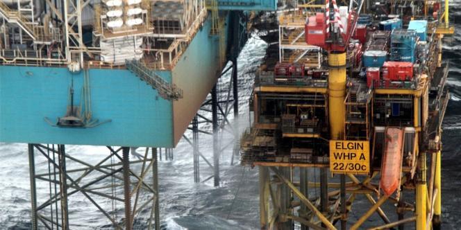 La fuite de gaz de la plate-forme d'Elgin de Total, au large d'Aberdeen en Ecosse.