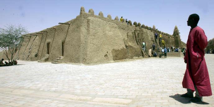 La ville est inscrite au patrimoine mondial par l'Unesco depuis 1988. Ici, la grande mosquée Djingarey Ber.