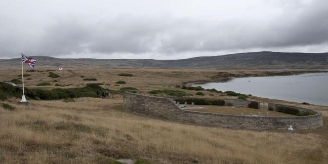 Trente ans après la guerre des Malouines, le Royaume-Uni et l'Argentine se disputent toujours les îles.