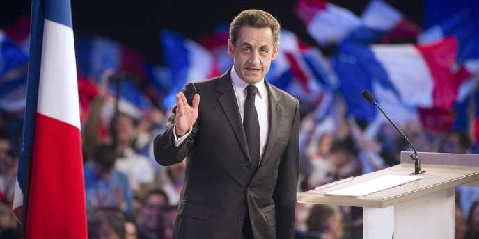 Nicolas Sarkozy lors d'un meeting à Paris, samedi 31 mars.