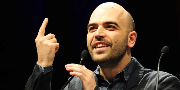 L'écrivain italien Roberto Saviano lors d'un discours à Milan, le 5 février 2011.